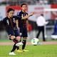 写真は、後半31分にフリーキックを放った遠藤。3点目のゴールを記録した。  国際親善試合: 日本 3—0 グアテマラ  (撮影:フォート・キシモト)  [2013年9月6日、大阪・長居スタジアム]