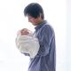 男性の育児休業をめぐっては「取得義務化」も検討されています Photo:PIXTA