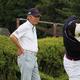 大分県ジュニア強化練習でショットを見守る鈴木規夫プロ
