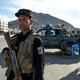 アフガニスタンの首都カブールで警戒に当たる警官ら(2019年4月30日撮影、資料写真)。(c)WAKIL KOHSAR / AFP