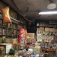 とある場所にある駄菓子屋さんが、昭和の雰囲気をたっぷり残していて歴史を感じさせる