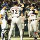 94年、中日との「10・8」決戦で先制本塁打を放つ落合(右)/(C)共同通信社