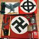 イタリア各地でネオナチ集団の構成員の自宅から押収された自動小銃や日本刀、ナチス関連の書籍や旗など。伊警察当局提供(2019年11月28日撮影、提供)。(c)AFP PHOTO / ITALIAN POLICE PRESS OFFICE
