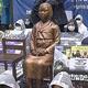 慰安婦像と身体を結びつけ抵抗 韓国で支援団体と保守団体が対立
