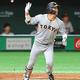 柵越えを確信したバット投げも強打者の貫禄=5月31日、東京ドーム