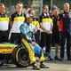 フォーミュラワン(F1、F1世界選手権)の元王者フェルナンド・アロンソ(中央、2020年12月13日撮影)。(c)Bryn Lennon / POOL / AFP