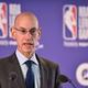 米プロバスケットボール協会(NBA)のアダム・シルバーコミッショナー(2019年1月17日撮影、資料写真)。(c)Glyn KIRK / AFP