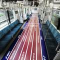 JR山手線車内に約200メートルのコースレーンが出現。(他の乗客