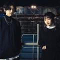 YOASOBIのコンポーザー・Ayaseさん(左)、ボーカル・ikuraさん