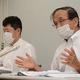 提訴後、記者会見する遺族側代理人の松丸正弁護士(右)ら=大阪市北区で2020年7月6日午後1時33分、山本康介撮影