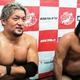 2勝目を挙げた石川修司(左)と諏訪魔=東京都文京区の後楽園ホール