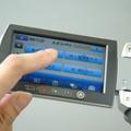 3.5インチの大型液晶モニタを搭載。タッチパネルによる設定操作