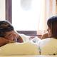 腕枕をする男性の心理とは?男女別のお悩み&解決策も公開!