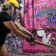 大きなハンマーで物を壊して発散 ブラジルに「怒りの部屋」開業