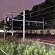 JR原宿駅近くに停車する山手線の車両(20日午後7時31分、東京都渋谷区で)=富永健太郎撮影