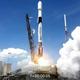 青空のもと打ち上げられるファルコン9ロケット(Credit: SpaceX Twitter)