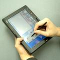 液晶画面を上にして、タブレット機能で文字入力する。画面表示は