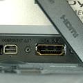 HDMIの出力端子を搭載。この他に、コンポーネント端子、映像入出