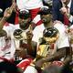 18-19NBAファイナル(7回戦制)第6戦、ゴールデンステイト・ウォリアーズ対トロント・ラプターズ。優勝を喜ぶトロント・ラプターズの選手(2019年6月13日撮影)。(c)Ezra Shaw/Getty Images/AFP