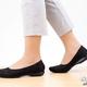 まるで靴下のようなフィット感! 三京商会の『バレエシューズ』なら、かかとが抜けず足との一体感がバツグン!