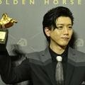 台湾・台北で開かれた映画賞「金馬奨」授賞式で、最優秀主演男優
