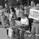 (写真)「いますぐ原発ゼロに」と訴える参加者=16日、国会正門前