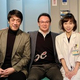 嶋尾康史(左)と柊子(右)を激励する阪神・和田豊TA=大阪市のスタジオACT