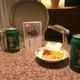 スコットランドを破った夜、薮木氏は平尾さんの遺影を前に祝杯。飲む際は軽食だった故人をしのび、ナッツとドライフルーツをお供え (薮木宏之氏提供)
