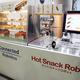 コンビニが間もなくロボット化する? 調理から提供までする「ホットスナックロボット」登場