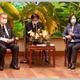森元首相(左)と会談する蔡総統=8月9日、総統府