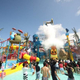 水辺に広がる1600平方メートルのジャンボな遊具プール「ジャパーン」