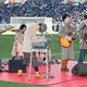 昨年の全国高校サッカー決勝の青森山田—流通経大柏の試合前、応援歌を歌うMrs. GREEN APPLE