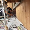 リフォーム工事の様子。DIYしたのは、(1)床材の加工(2)漆
