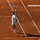 テニス、マドリード・オープンでプレーするロジャー・フェデラー(2019年5月9日撮影、資料写真)。(c)OSCAR DEL POZO / AFP