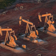 米連邦地裁が石油・ガス開発を規制するバイデン氏の命令を一時差し止める判断を下した/Andrew Burton/Getty Images