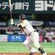 2回、ソフトバンク・松田宣が本塁打を放つ =ペイペイドーム(撮影・村本聡)