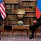 米ロ首脳会談の冒頭、関係者の間でもみ合いが起きていた/Brendan Smialowski/AFP/Getty Images