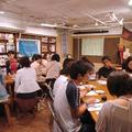 8月26日に東京都目黒区のカフェで開かれた交流会の様子。(撮影