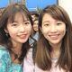 早稲田大学のダンスサークルで活動していたアニー・チェンさん(左端)とサークル仲間。早稲田祭での発表に合わせ、ボリウッドダンスの衣装を着た=大学の同期提供