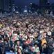 15日午後、ソウル光化門広場で開かれた「8・15安倍糾弾汎国民ろうそく文化祭」に参加した市民が、安倍政権の歴史歪曲と経済報復措置を糾弾している。 チェ・スンシク記者