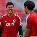 GK大迫敬介に笑みを向ける日本代表GK川島永嗣(ストラスブール)