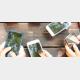 さまざまなスマートフォンが写っている画像