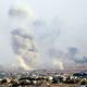 クルド人武装組織が支配していたシリア北部ラスアルアインを攻撃するトルコ軍の空爆で白煙が立ち上った=11日、トルコ南部ジェイランプナル、其山史晃撮影