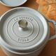 食材を入れて火にかけるだけでおいしくなる「ストウブ」は魔法の鍋だったよ!|マイ定番スタイル