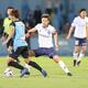 <川崎F・横浜FC>ボールを追う三浦知良(撮影・篠原岳夫)