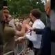 マクロン大統領が男から平手打ちされた/Alex P Lille/Twittter