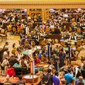 マカオの大型カジノ「ザ・ベネチアン・マカオ」の様子(写真=St