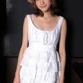 吉田菫/白い肌とスレンダーなシルエットが魅力