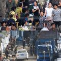 恵山の市場の昨年7月(上)と今年2月(下)の様子(画像提供:東