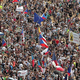 汚職疑惑の首相退陣求め数十万人がデモ チェコ